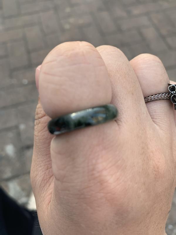 天**:这个戒指很喜欢,飘活花的,带食指刚刚好,不大不小,滨宝给我挑的🥰🌹?