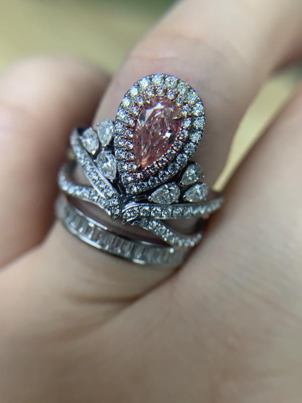 飘**:女人都爱钻石,彩钻更是爱美女人们的梦寐以求。自从发现了对庄里的彩钻直播间