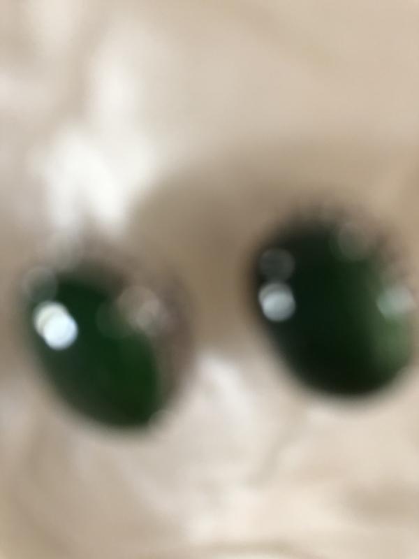 翡翠18K金镶嵌满绿蛋面耳钉,玉质细腻...