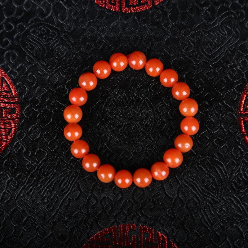南红手串,南红素来为佛教徒所喜爱,戴持南红念珠,对应爱敬法,色泽红润,有如鲜嫩之红柿。赏配皆宜。尺寸