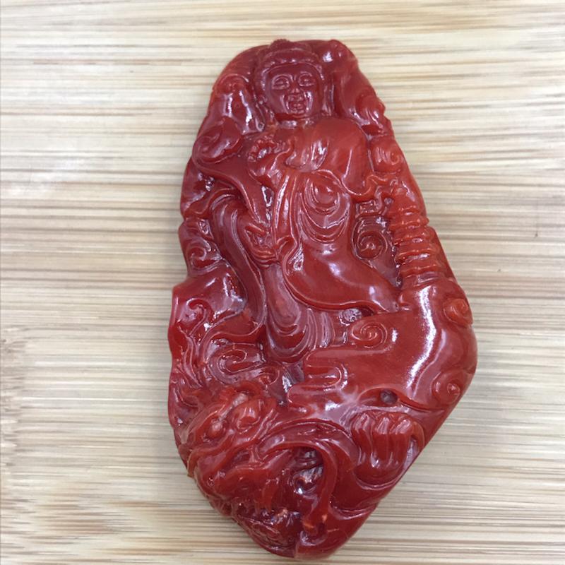 日本阿卡珊瑚观音吊坠,纯天然整料雕刻件,顶级收藏品,雕工精细,深牛血红色,正面基本完美无白芯,背面有