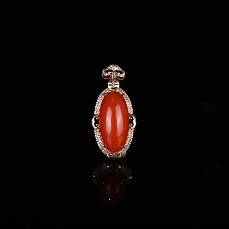 南红樱桃红18k金镶嵌吊坠,色泽饱满艳丽,设计新颖,清新脱俗,高贵优雅,精致浪漫不失风情。总尺寸:5