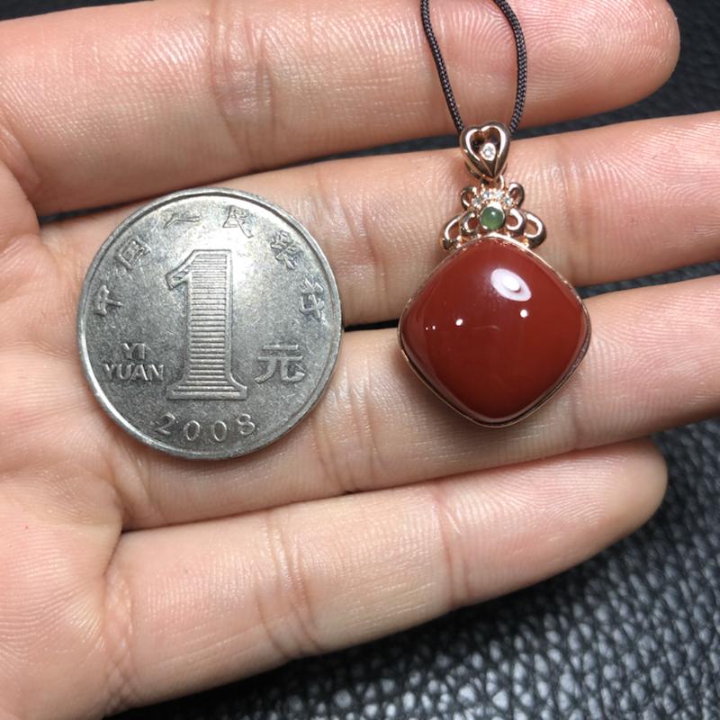 【【南红玫瑰红吊坠】 玉质温润细腻,色泽红润艳丽,18k金镶嵌,款式时尚大方。】图7