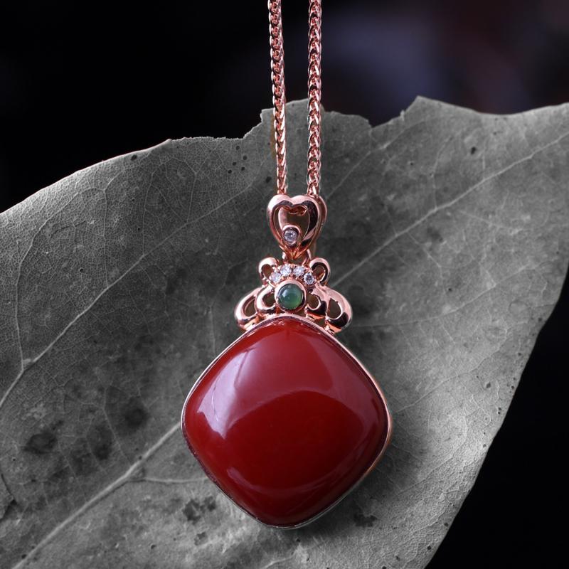 【【南红玫瑰红吊坠】 玉质温润细腻,色泽红润艳丽,18k金镶嵌,款式时尚大方。】图6