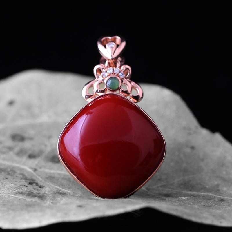 【【南红玫瑰红吊坠】 玉质温润细腻,色泽红润艳丽,18k金镶嵌,款式时尚大方。】图5