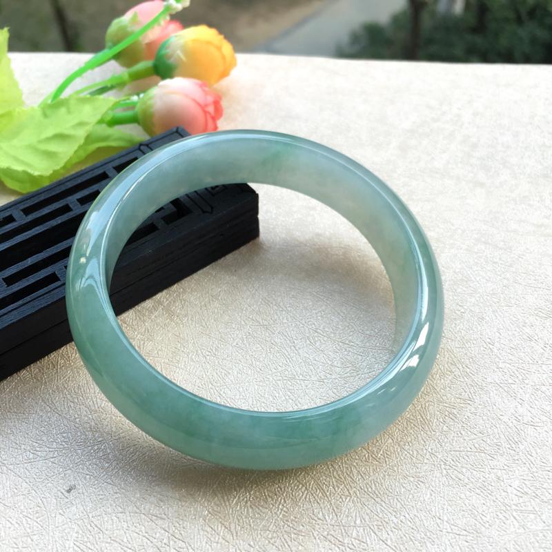 大圈口福利~天然A货翡翠莹润满色浅绿正装手镯,圈口60.6mm,质地细腻,宽边厚实,版型大方,色泽清