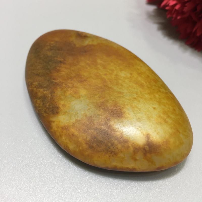 【材质】:新疆和田籽料 【品名】:天然原籽 【尺寸】:71.3*43.3*14.4mm 【重量】:7