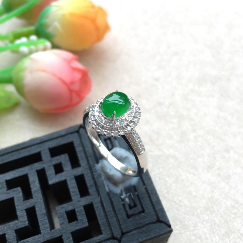 天然A货翡翠18k金伴钻豪华镶嵌 莹润阳绿蛋面戒指 圈口内径16.5mm     裸石:5.8*5m
