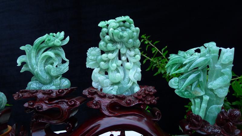 翡翠老坑冰透水润精工梅兰竹菊,春夏秋冬,四君子摆件 梅兰竹菊指的是梅花,兰花,竹子和菊花,它们四个各