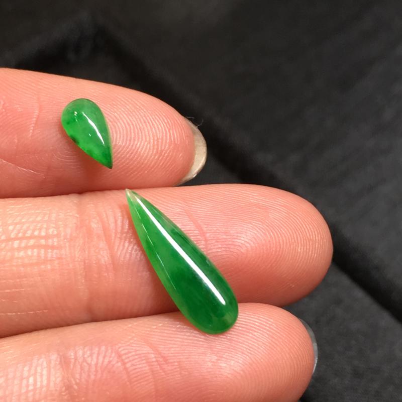 【一套阳绿水滴戒面,完美,底庄细腻,镶嵌后效果更显档次,性价比高,推荐,尺寸7.6*4.2*2/16.6*5.5*1.7mm,重量0.38g###】图5