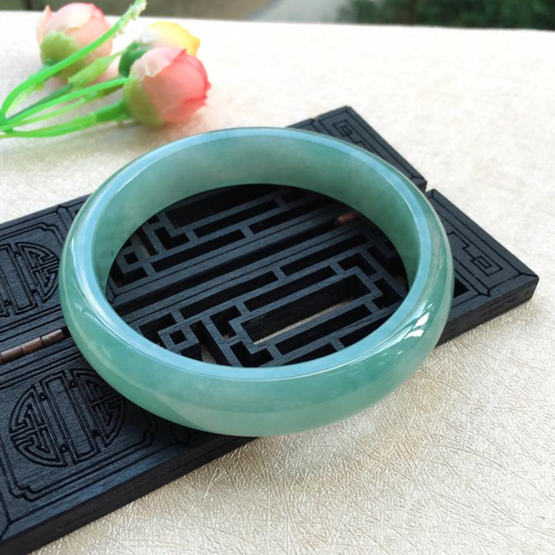 大圈口福利~天然A货翡翠完美满色正装手镯,圈口62.2mm,种好水头足,质地细腻,色泽清爽,版型简洁