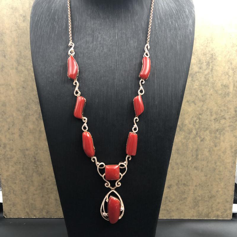 日本阿卡红珊瑚项链!大隨型面,🐂血红色,每粒面都无瑕,个性特色款!整体搭配协调靓丽,高端收藏品,18