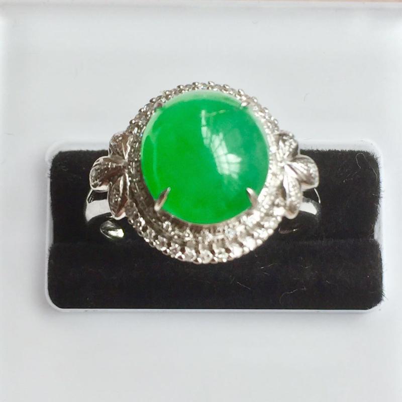 缅甸翡翠A货,色彩鲜艳,正阳绿,上身效果高㟨大气上档次,性价比超高,喜欢的速度,手慢无货了。