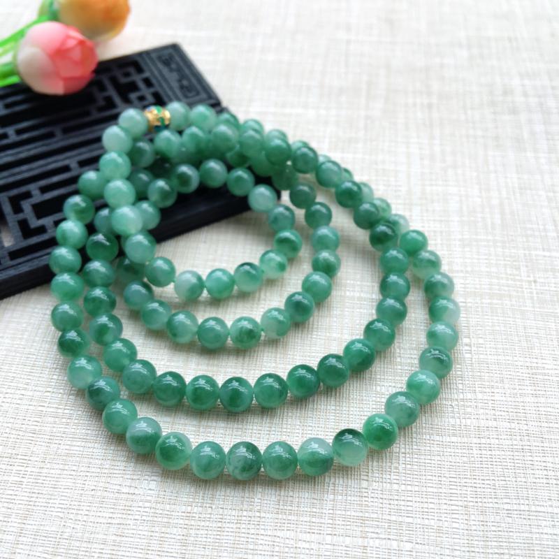 天然A货翡翠 精美108颗飘绿花圆珠项链,玉质细腻,飘花灵动, 珠圆玉润,珠子小巧,佩戴效果精致漂亮