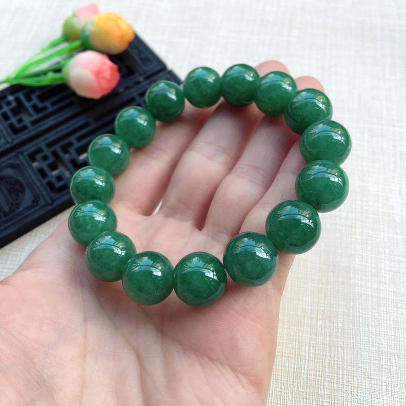 【天然A货翡翠水润满绿圆珠手链,珠圆玉润,珠子大小均匀,圆润饱满,满绿均匀,清新翠绿色,上手大气迷人,共16颗,尺寸取一13.5mm,重量65.90g】图11