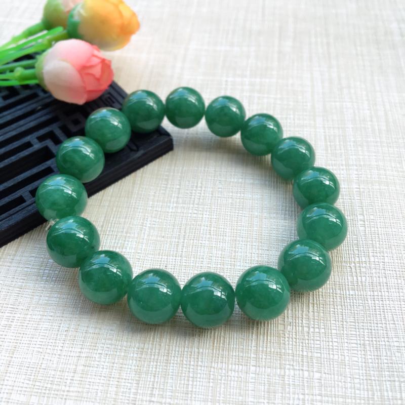 【天然A货翡翠水润满绿圆珠手链,珠圆玉润,珠子大小均匀,圆润饱满,满绿均匀,清新翠绿色,上手大气迷人,共16颗,尺寸取一13.5mm,重量65.90g】图4