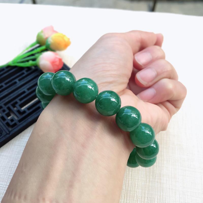 【天然A货翡翠水润满绿圆珠手链,珠圆玉润,珠子大小均匀,圆润饱满,满绿均匀,清新翠绿色,上手大气迷人,共16颗,尺寸取一13.5mm,重量65.90g】图12