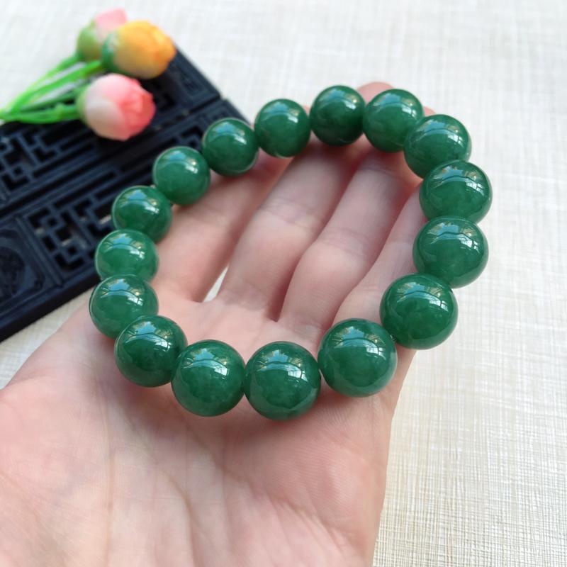 【天然A货翡翠水润满绿圆珠手链,珠圆玉润,珠子大小均匀,圆润饱满,满绿均匀,清新翠绿色,上手大气迷人,共16颗,尺寸取一13.5mm,重量65.90g】图10