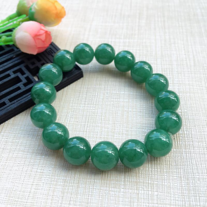 【天然A货翡翠水润满绿圆珠手链,珠圆玉润,珠子大小均匀,圆润饱满,满绿均匀,清新翠绿色,上手大气迷人,共16颗,尺寸取一13.5mm,重量65.90g】图3