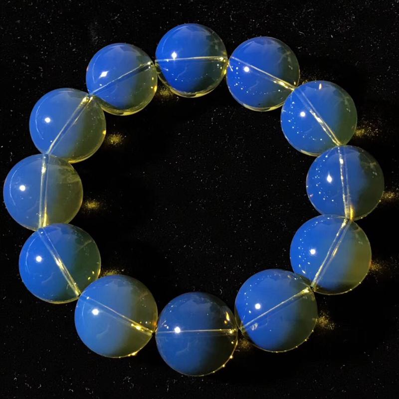 琥珀之王多米尼加皇家蓝品质琥珀大手串 珀体通透,带有大自然形成的微微火山灰,大自然的鬼斧神工,见证岁