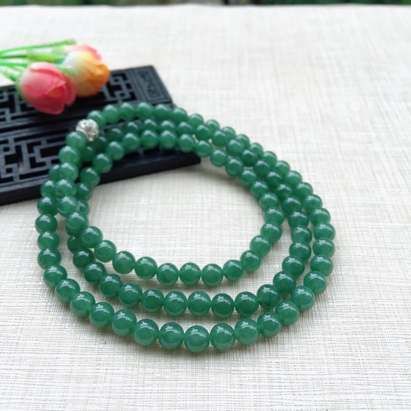 天然A货翡翠108颗满绿圆珠项链,质地细腻,色泽绮丽,青翠明媚,珠圆玉润,佩戴效果典雅贵气,共108