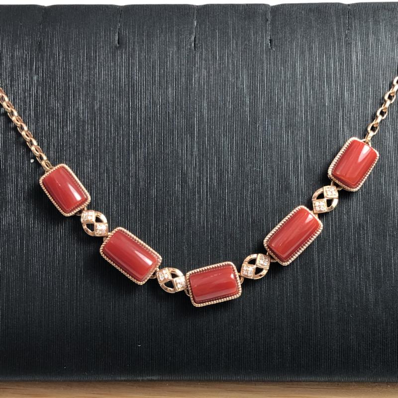 日本阿卡红珊瑚手链,五粒方形面,牛血红色,采用日本牛血红珊瑚精心设计,镶18k玫瑰金➕钻石,每粒面均