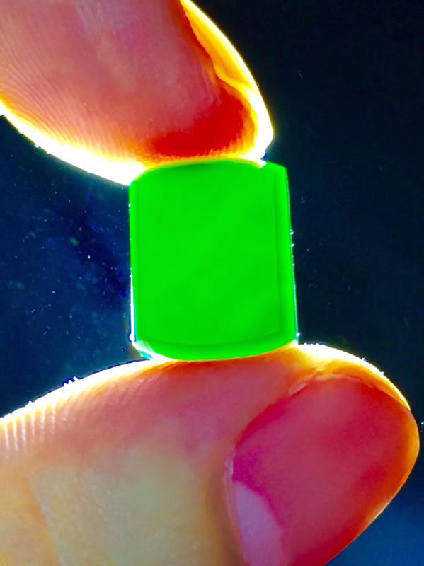 墨翠【精品-马鞍】完美无裂纹,细腻干净,黑度极黑,性价比高,雕工精湛,打灯透绿