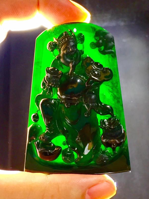墨翠【财神到】完美无裂纹,细腻干净,黑度极黑,性价比高,雕工精湛,打灯透绿