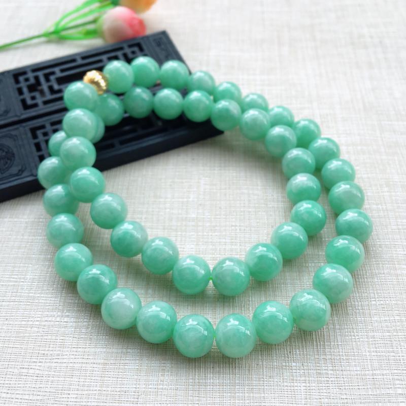 天然A货翡翠 苹果绿圆珠项链,(可拆开串手珠链) 珠圆玉润,珠子大颗饱满,佩戴效果华丽贵气,共48颗
