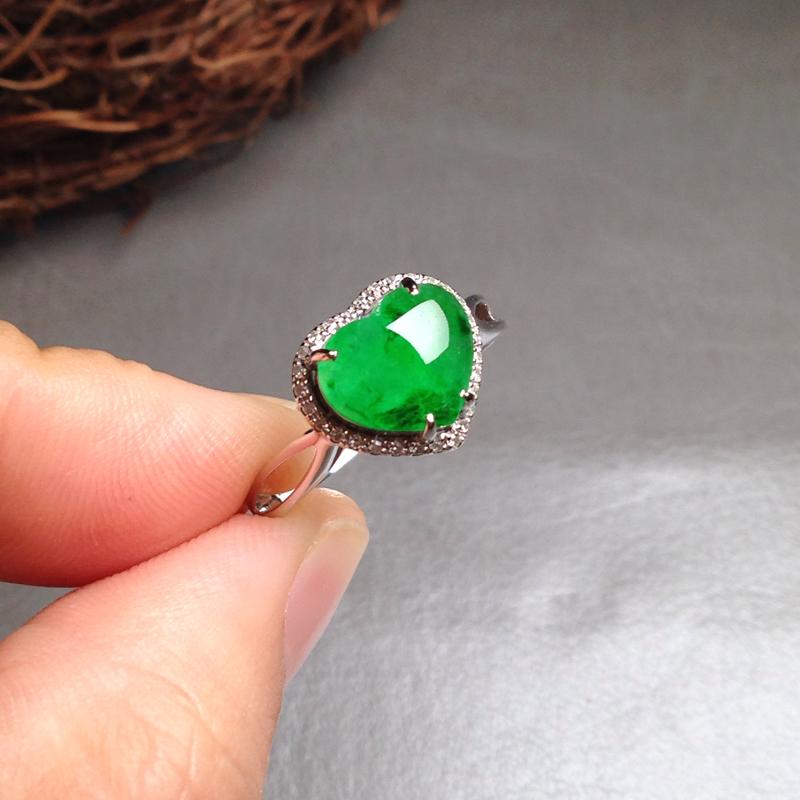 老坑冰阳绿心形女戒指,裸石8.5*9.5*4 戒圈16 18k金钻镶嵌,料子细腻通透,厚实饱满,水水