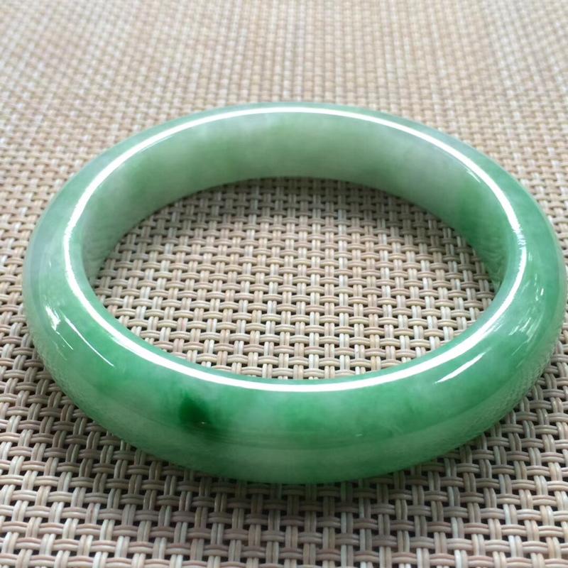辣绿正圈56翡翠手镯, 尺寸:56.3/12.3/8.3, 无纹裂,水润辣绿, 性价比超高