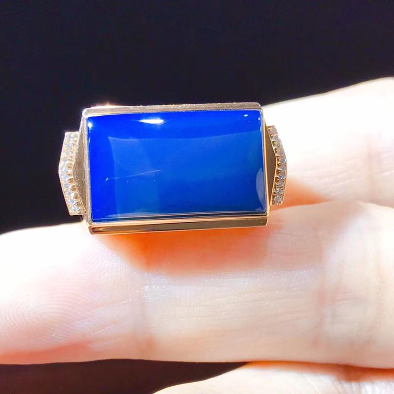 多米尼加收藏级超5A净水皇家蓝男款蓝珀戒指 18K金钻石豪镶嵌,两侧真钻镶嵌,佩带尊贵不凡,彰显气质