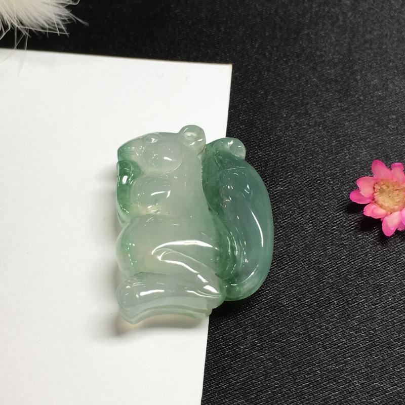 冰飘蓝花松鼠🐿️,底庄细腻,雕工精湛,底庄细腻,有微纹可忽略,性价比高,推荐,尺寸26.6*21.2