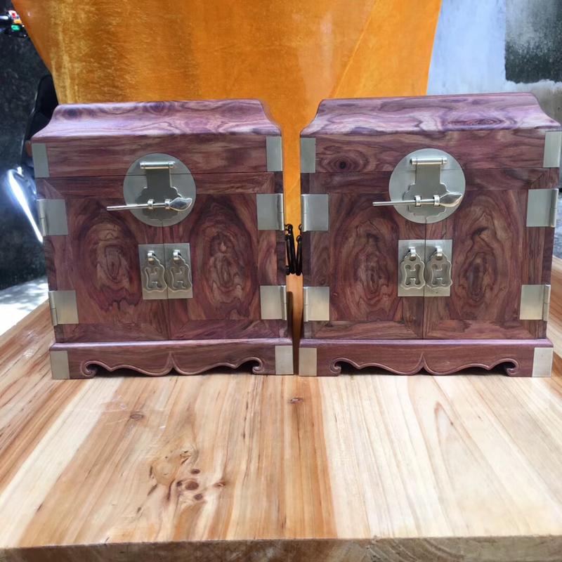 海南黄花梨糠梨【官皮箱】一对、高22.5、宽19.5、重6.6斤一对,集鬼眼、对眼、山水纹、工艺精湛