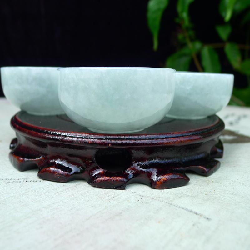 【翡翠浅绿水润厚装大气上档次大茶杯,酒杯,四件套 可以使用。单杯尺寸直径55*高度28,杯厚约3.8mm】图4