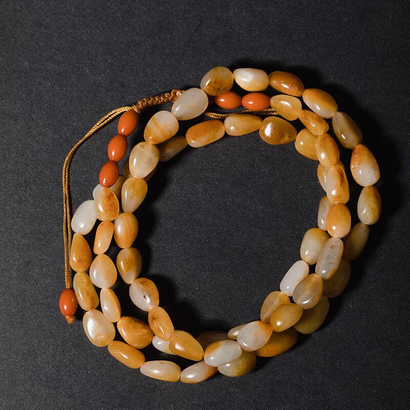 新疆和田籽玉原石项链手串,作品以天然和田玉籽料原石串联起来,温润的玉质,细腻的手感,优雅的皮色,无不
