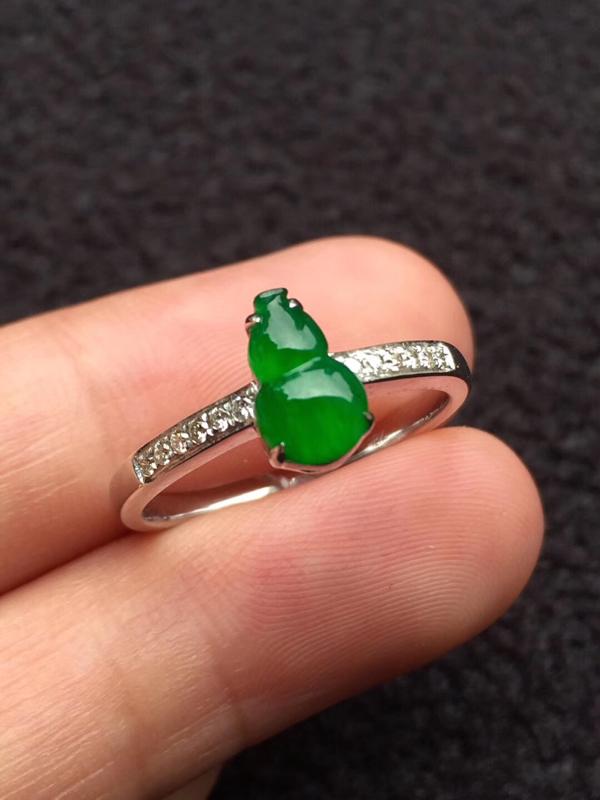 冰种色标高色满绿葫芦戒指,福禄双全,裸石:8.3:5.1:2.5mm,完美无裂纹,小棉絮不影响,简单