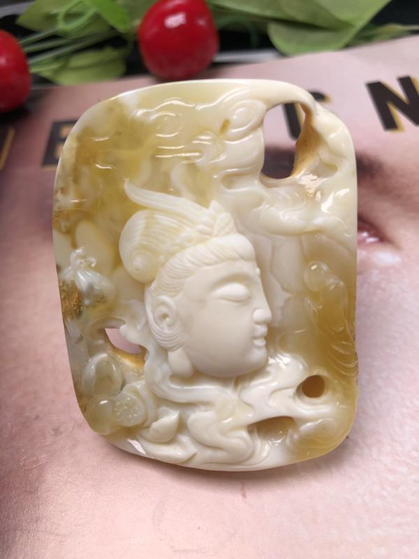 【名称】:收藏级金白【观音】蜜蜡吊坠 【材质】:品质完美,镂空雕刻工艺,收藏价值高,孤品,一件难求。