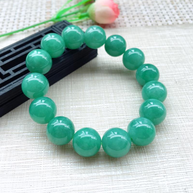 天然A货翡翠精美满色豆绿圆珠手串,料子细腻,珠圆玉润,满色均匀靓丽, 珠子饱满,上手效果大方,共15