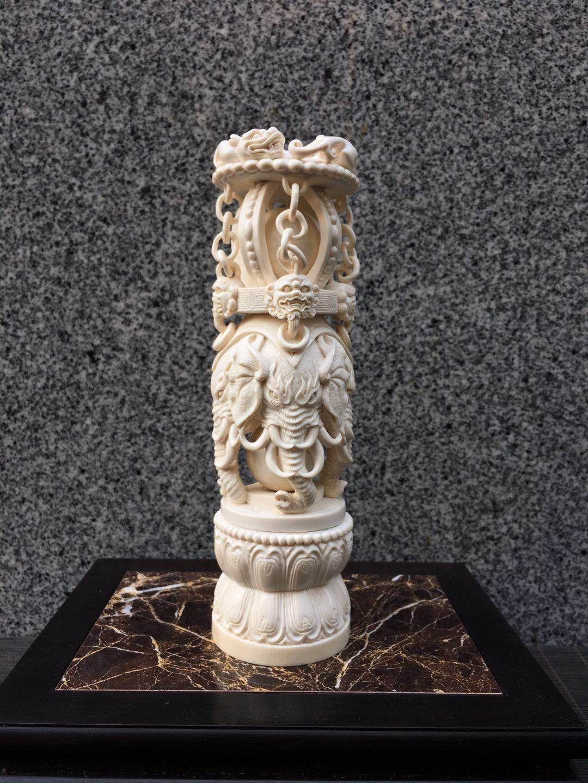 太平盛象摆件 [猛犸象牙]动物雕刻大师郭先东亲工打造,一体精工镂空,整体由4个活牙球,28个活环构成