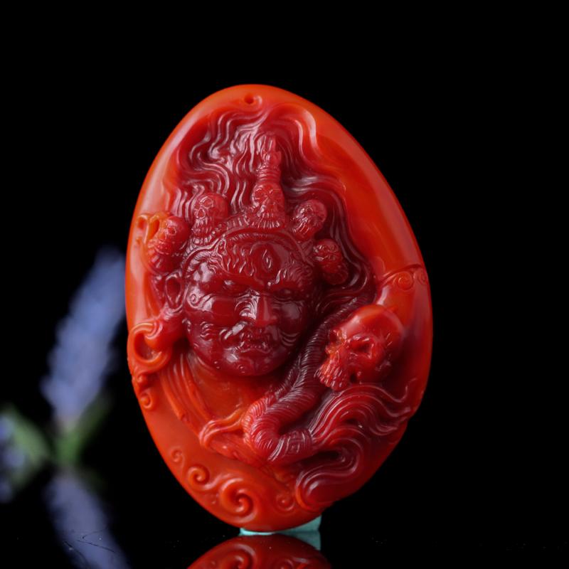 南红柿子红带玫瑰红【大黑天】挂件。精湛苏工,工料俱佳的收藏珍品,柿子红带玫瑰红,金包银,玉质缜密细糯