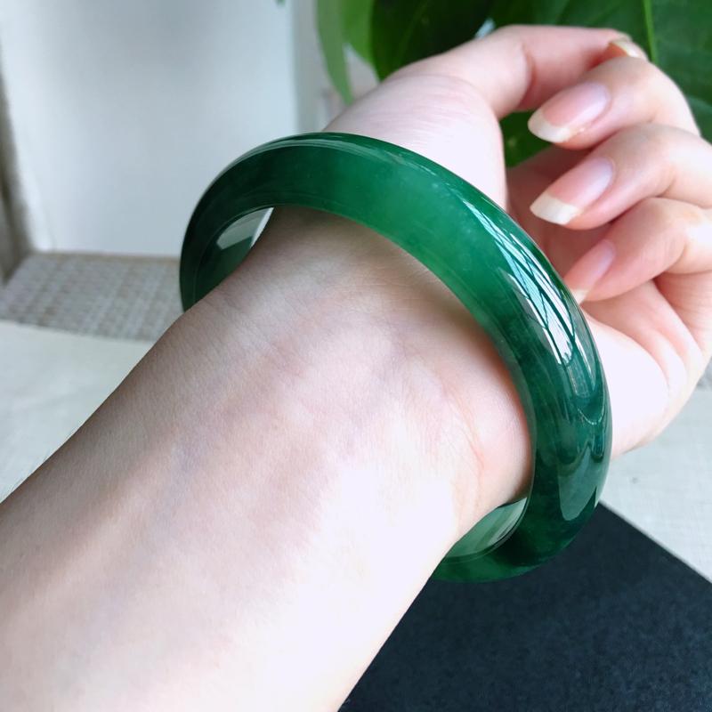 大圈口福利~天然A货翡翠完美好种飘绿花正装手镯,圈口63.5mm料子细腻,花姿优雅,颜色漂亮!尺寸6