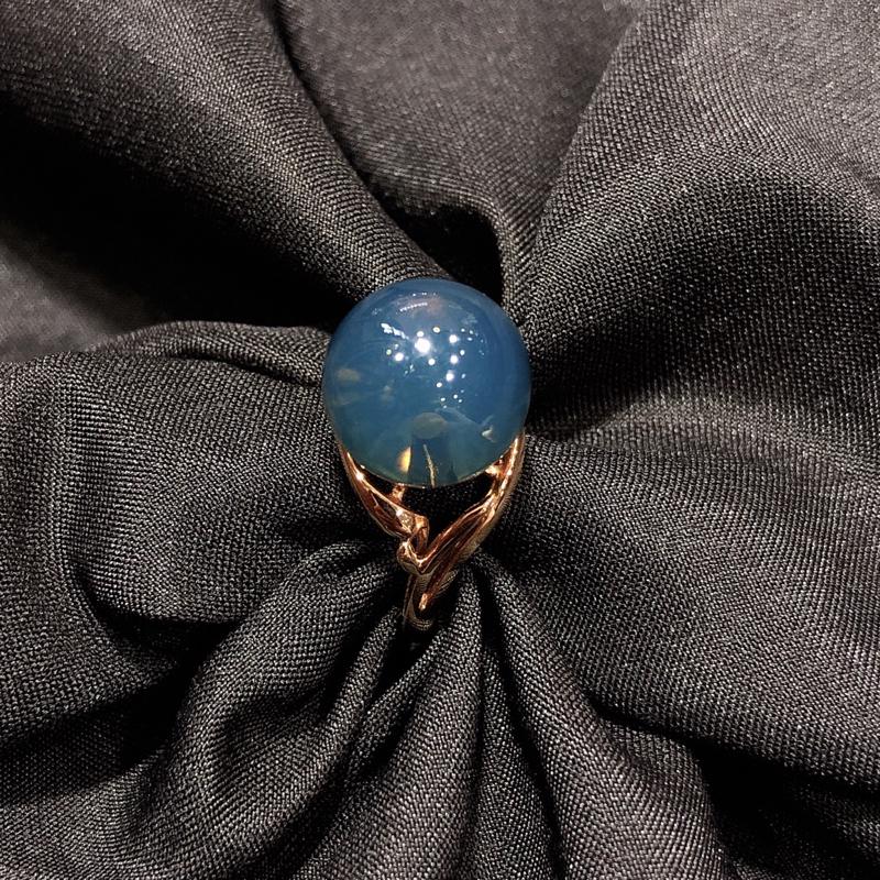 【原价5000元】 天然有机宝石 墨西哥蓝珀18k金镶嵌戒指,直径11.5mm,上手优雅大气. 墨西