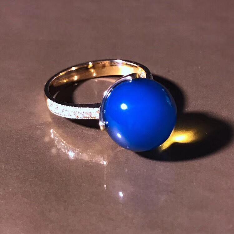品名:多米尼加蓝珀戒指 产地:多米尼加共和国 属性:纯天然,无任何人工优化 级别:超5a,S级皇家蓝
