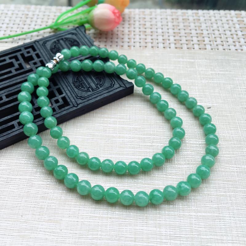 天然A货翡翠 满绿豆绿 塔珠圆珠项链,质地细腻,色泽绮丽,青翠明媚,珠圆玉润,佩戴效果典雅贵气,共7