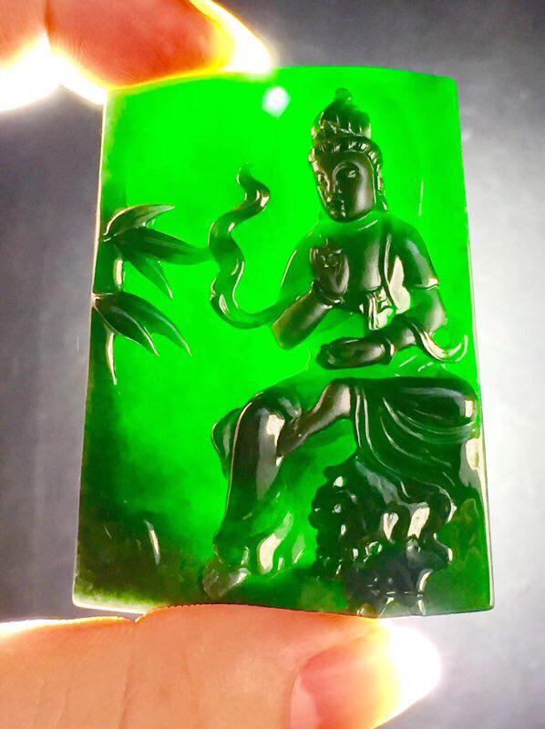 墨翠【观音菩萨】完美无裂纹,细腻干净,黑度好,性价比高,雕工精湛,打灯透绿 .