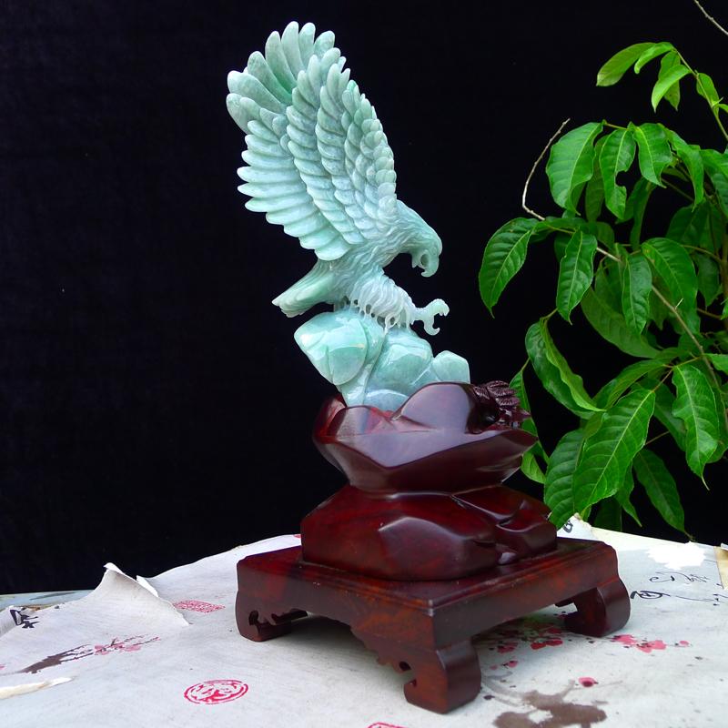 翡翠浅豆绿水润精雕,立体雕刻,雄鹰展翅翱翔蓝天精品老鹰摆件