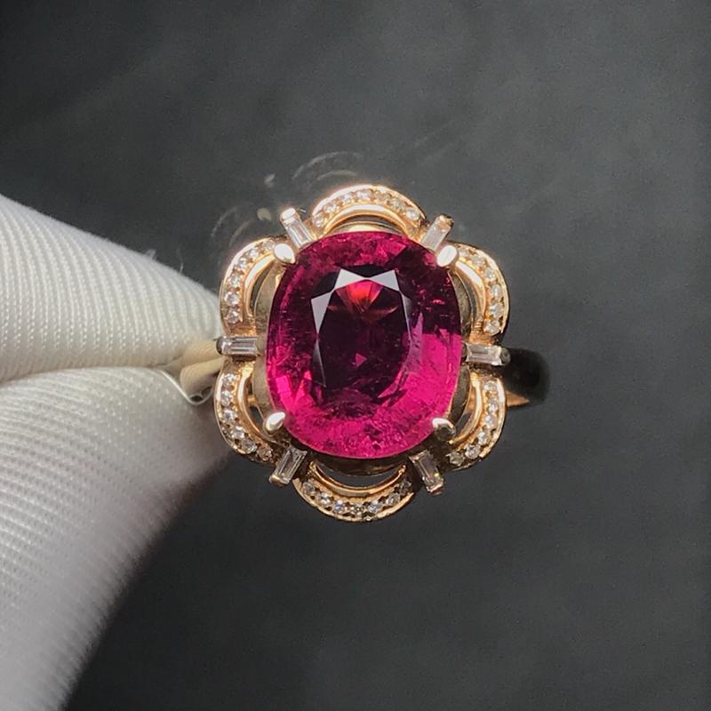 18K金镶嵌天然碧玺戒指,搭南非钻,石重4.77克拉,钻石42颗,金重3.09克,圈口15可改,时尚
