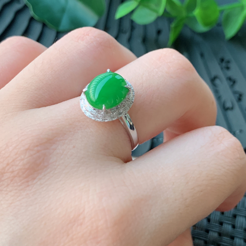 天然翡翠A货_18k金伴钻翡翠戒指,玉质细腻,水润饱满,有种有色,佩戴效果更佳 整体12.7_11.6_8.2mm 裸石9.8_8.5_3mm