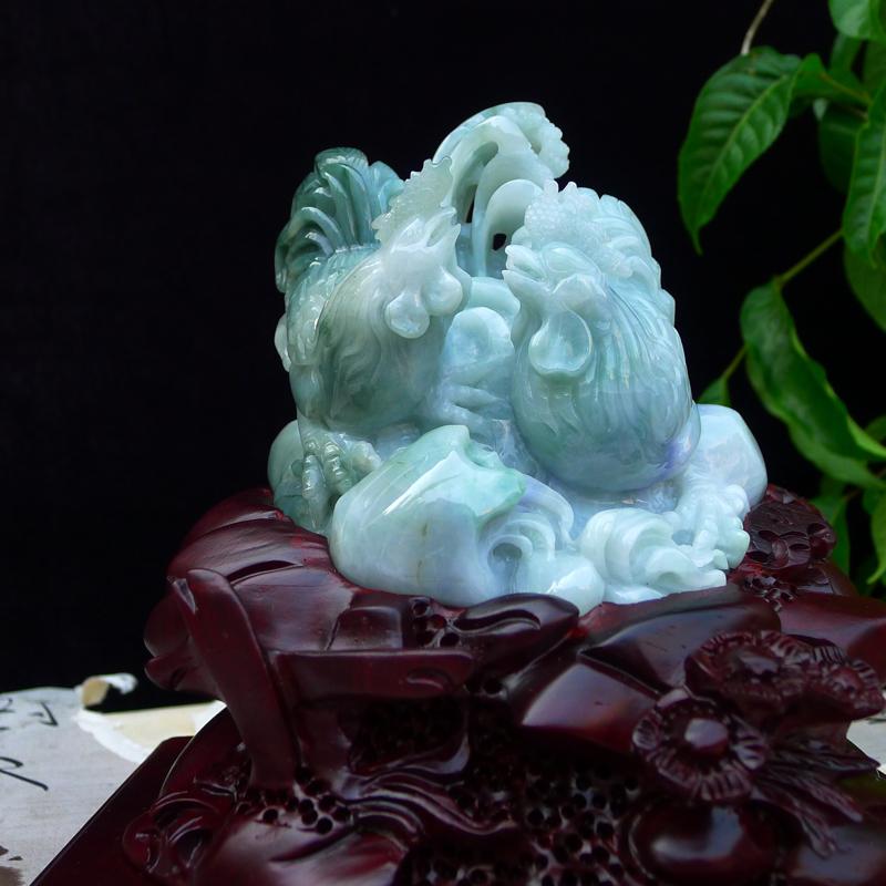 翡翠老坑冰透糯化精雕讲冠上加冠。和谐友爱,升官发财。公鸡摆件